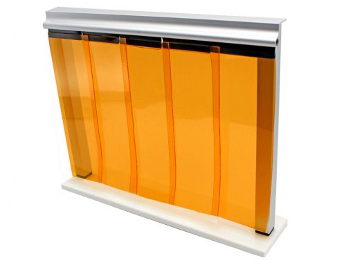 Cleanroom curtain for yellow light rooms